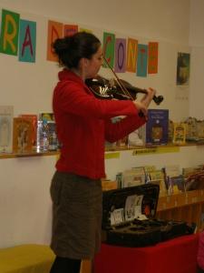 Música en directe amb Clara Cols